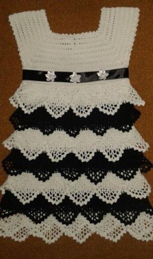 Платье с воланами крючком