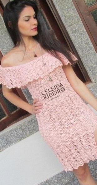 Платье с оборкой крючком