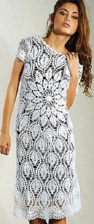 Платье с большим круглым мотивом крючком