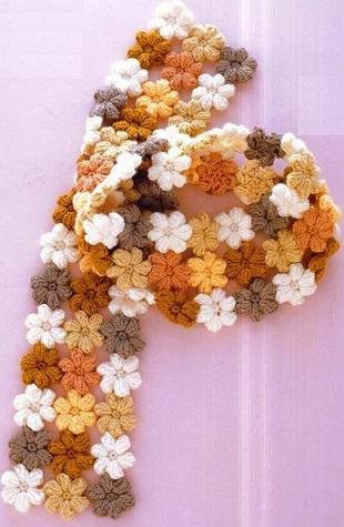 Шарф из цветочных мотивов