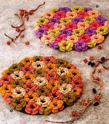 Коврик с цветочным мотивом станет украшением любой гостинной.  Схема вязания коврика крючком.