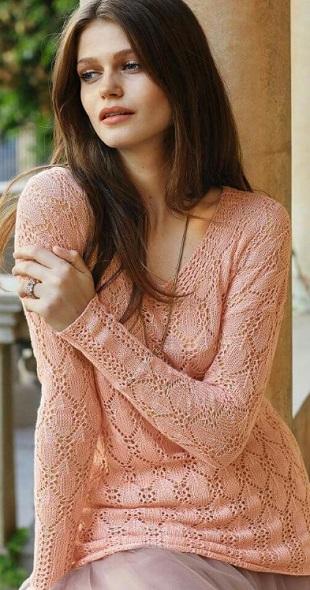 Абрикосовый ажурный пуловер спицами