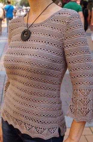 Пуловер с узорами спицами