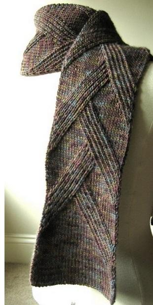 Стильный шарф спицами