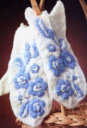 Варежки с вышивкой