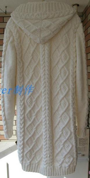 Белое пальто спицами