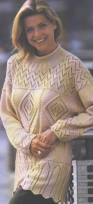Ажурный узорчатый пуловер спицами