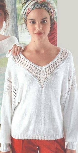 Белый пуловер с кокеткой спицами